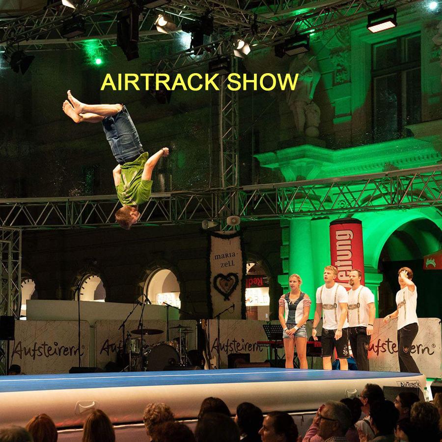 Tanzauftrag Airtrack Show - Fotocredit: Ivents, Pracht der Tracht