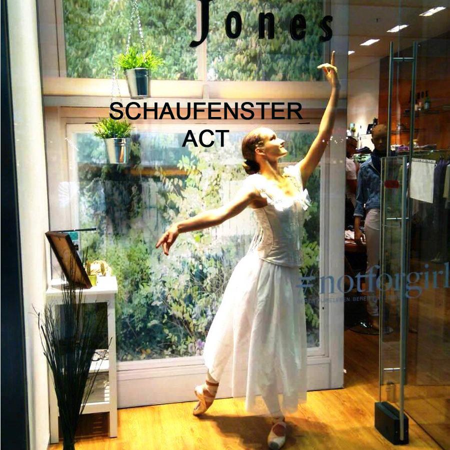 Tanzauftrag Ballerina im Schaufenster